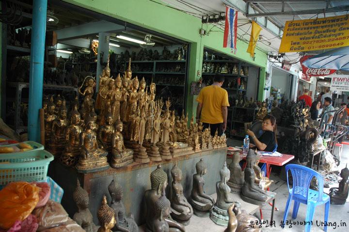 방콕 재래시장의 불상가게