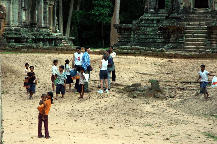 구걸하는 캄보디아 어린이들