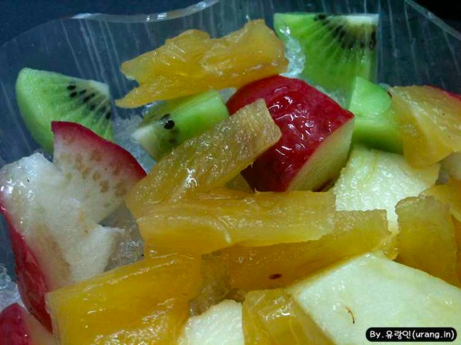 Tiwan ice flakes with fruit