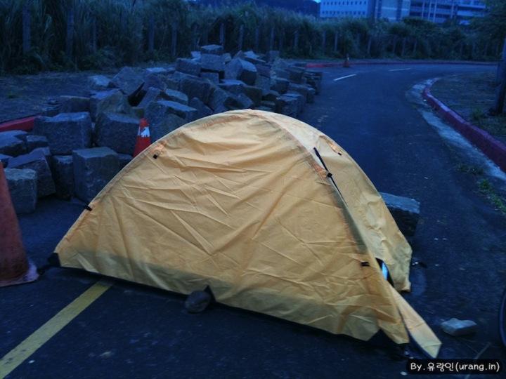 단수이에서 텐트치고 노숙