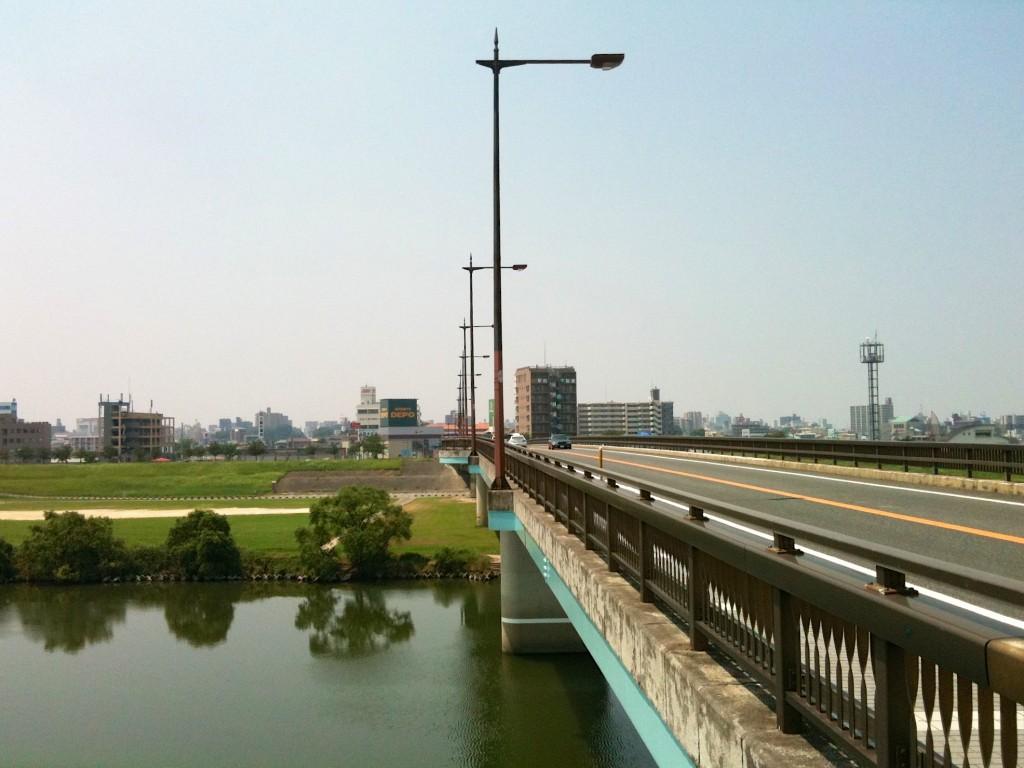다리너머 보이는 구루메 시내
