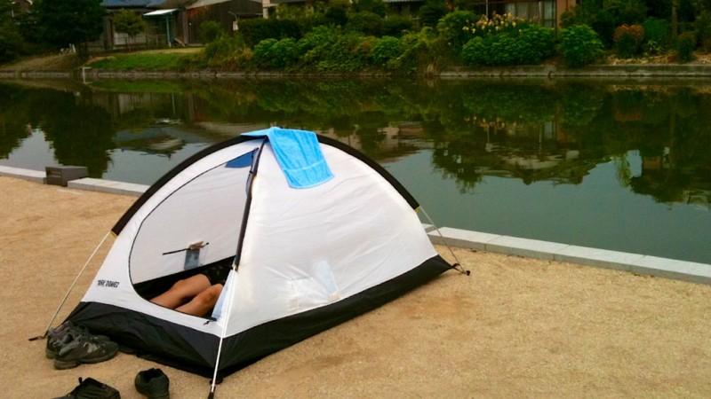 야나가와에 족욕장에서 캠핑(노숙)을...