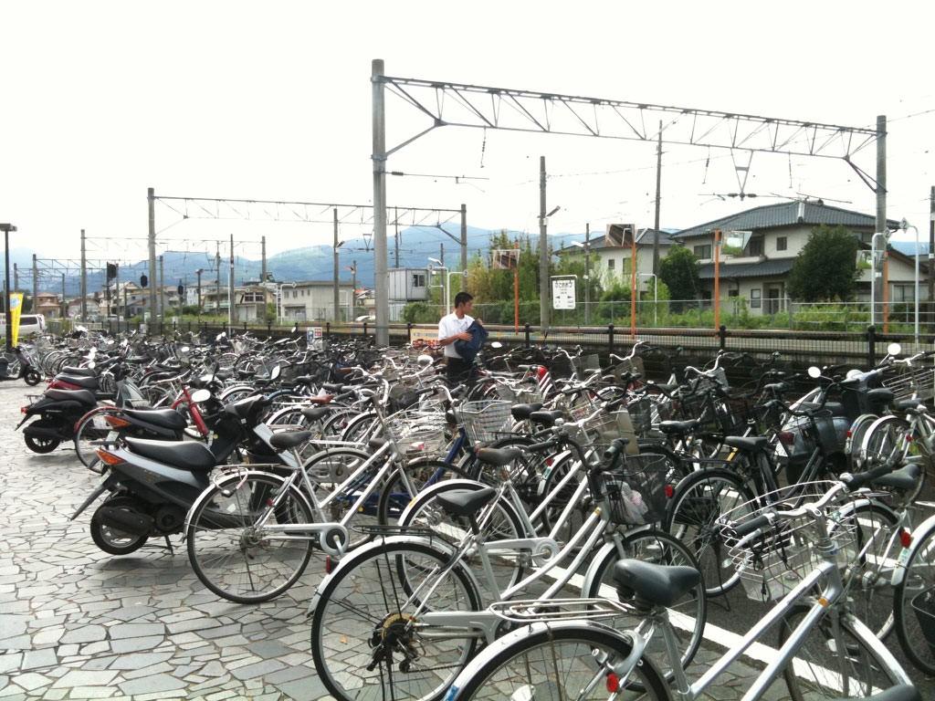 히고오즈역 자전거 주차장