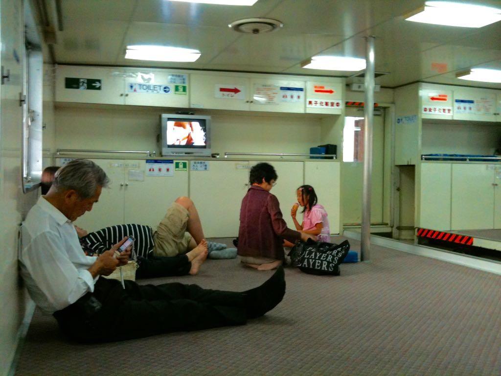 시코쿠행 페리 선실