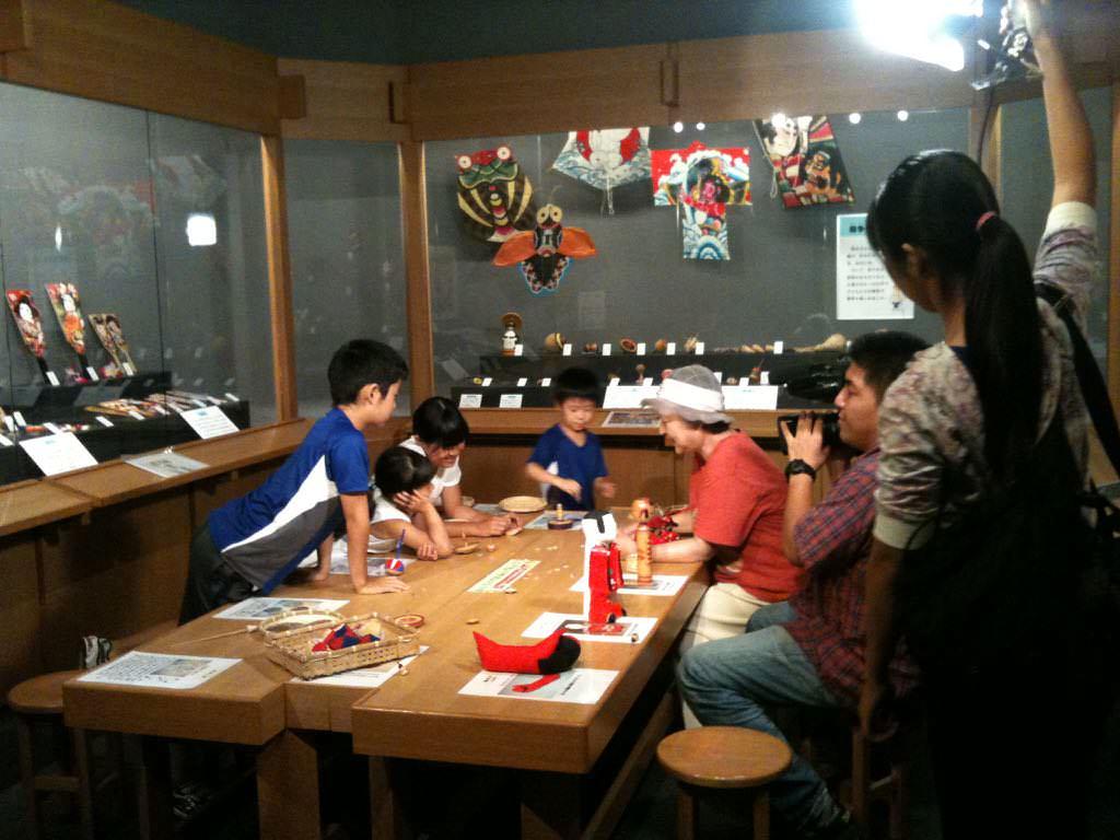 일본 향토 완구 박물관 전시실 (日本郷土玩具博物館, 展示室)